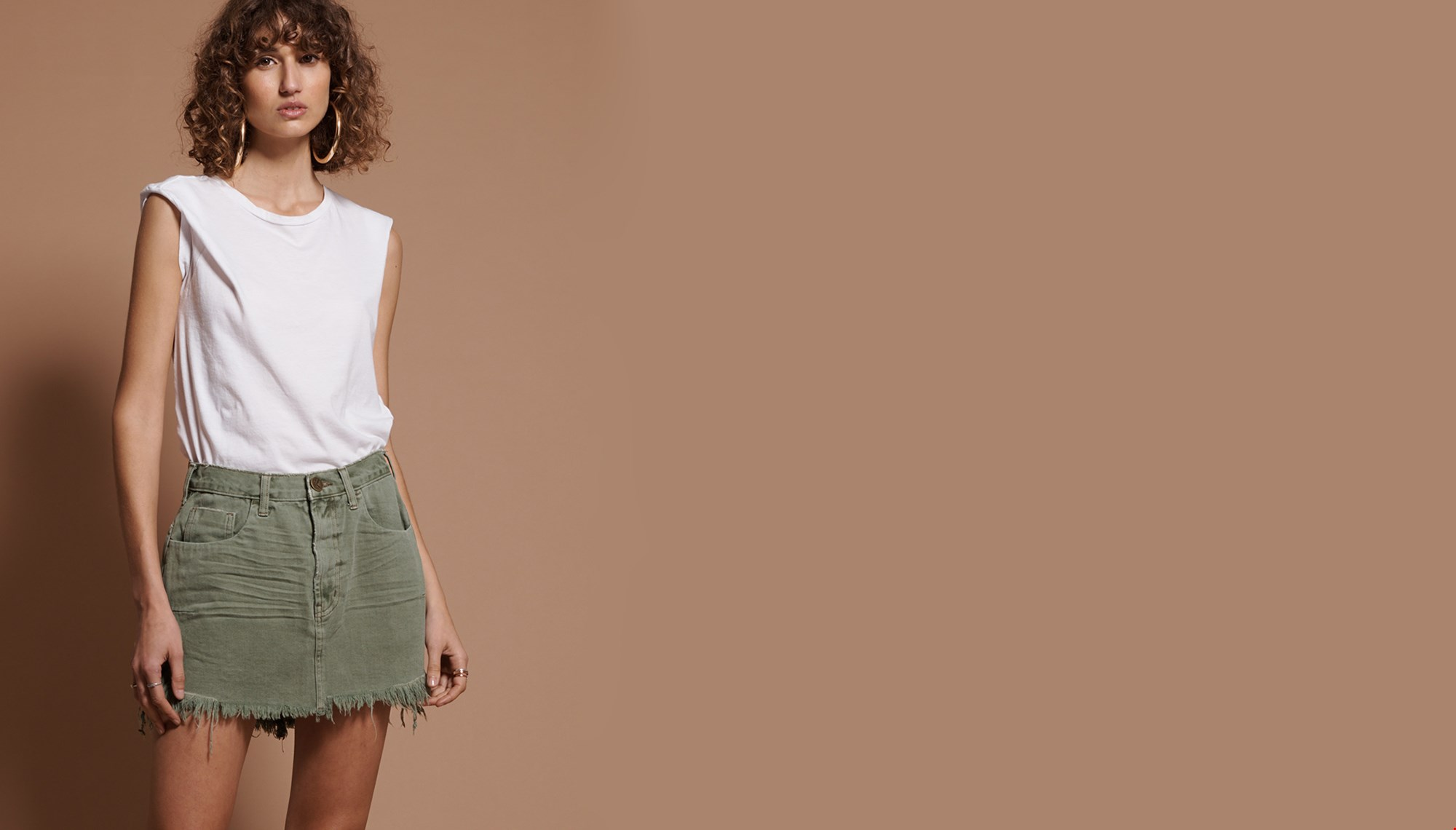 SUPER KHAKI VANGUARD MID WAIST  RELAXED DENIM MINI SKIRT